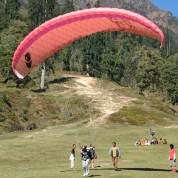 paraglidin_manali-summer-indian-holiday